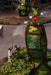Mickey Mouse topiary at the 2005 Epcot Garden Festival